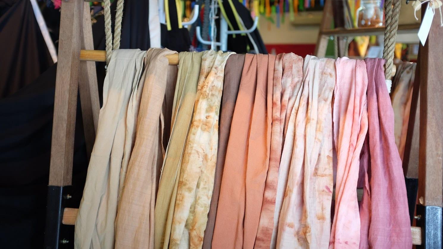 Sering Digunakan untuk Jilbab, Bahan Poly Silk Seperti Apa?