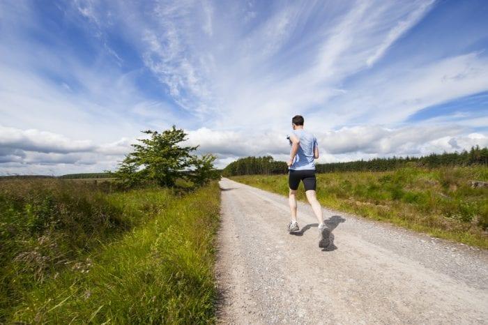 Baju Lari Pria untuk Anda yang Ingin Memulai Olaharaga Lari