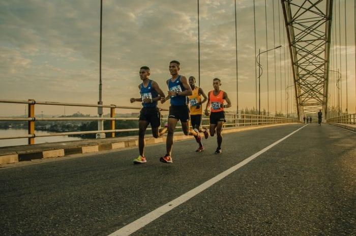 Penuhi Hobi Olahraga Dengan Baju Atletik Lari