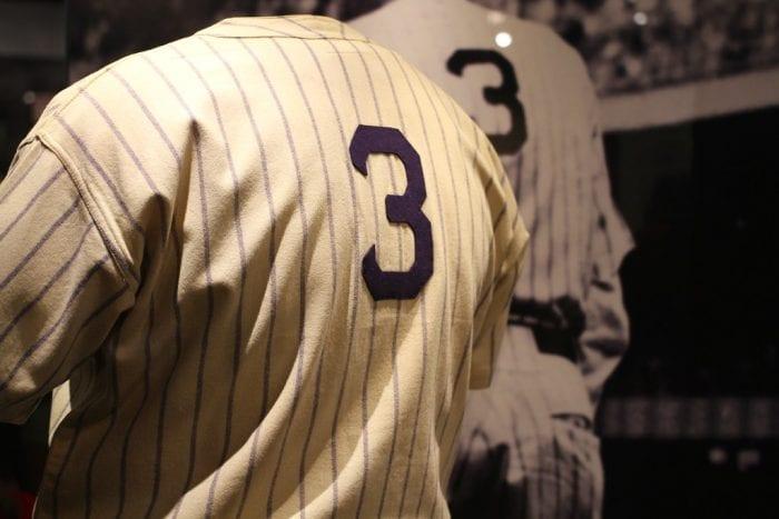 4 Style Baju Baseball yang Kece Buat Kamu