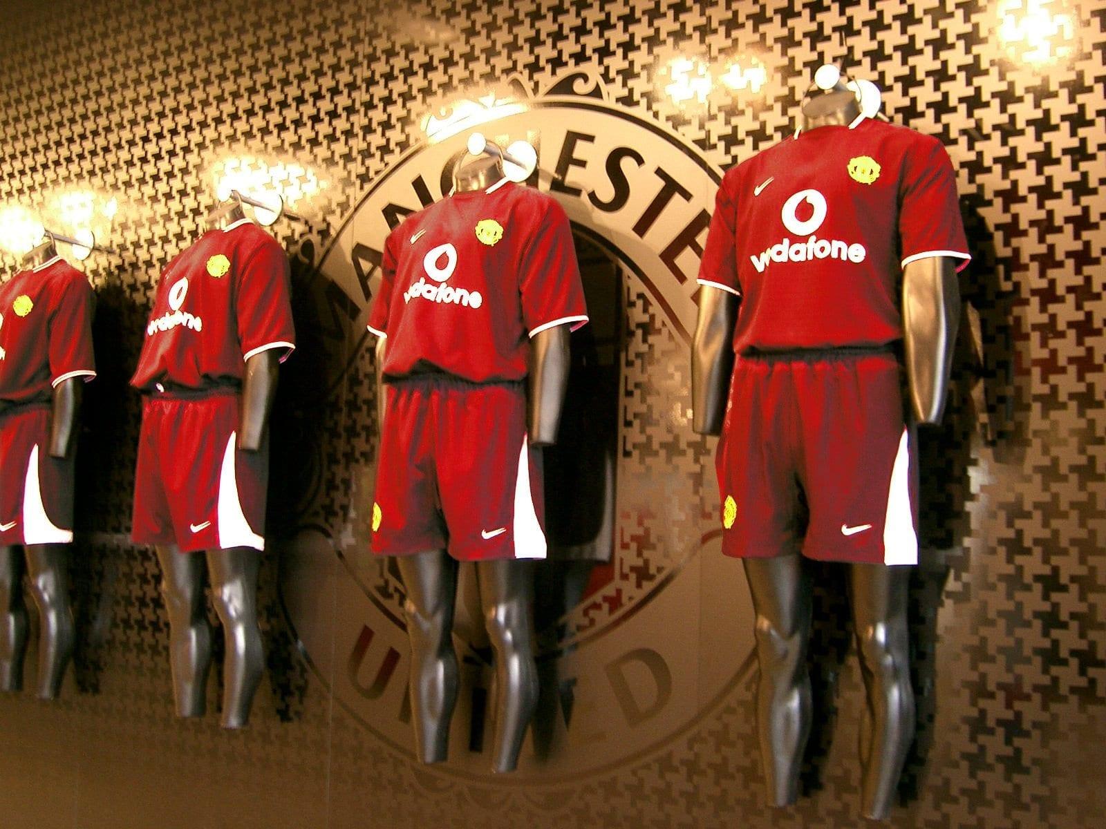 4 Warna Baju Bola Yang Bagus Untuk Tim Anda