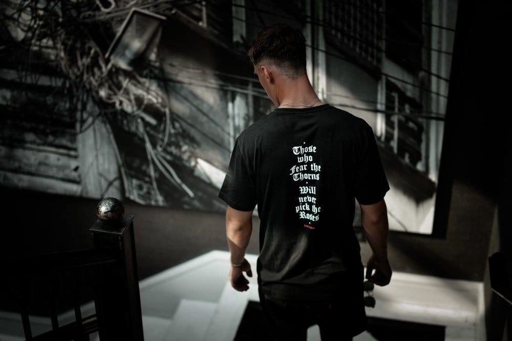 10 Desain Tulisan Kaos Keren Depan Belakang