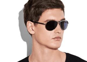 gunakan kacamata untuk menunjang penampilan ootd mengguankan baju oversize kamu