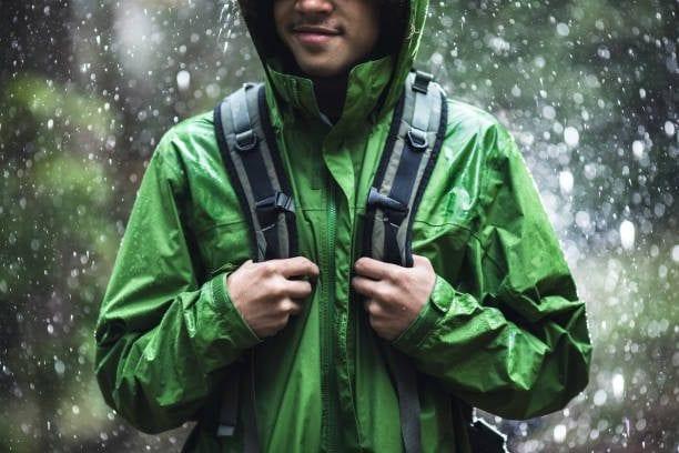 Pakaian Saat Musim Hujan yang Perlu Disiapkan