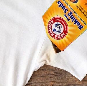 cara menghilangkan bekas deodoran di baju baking soda