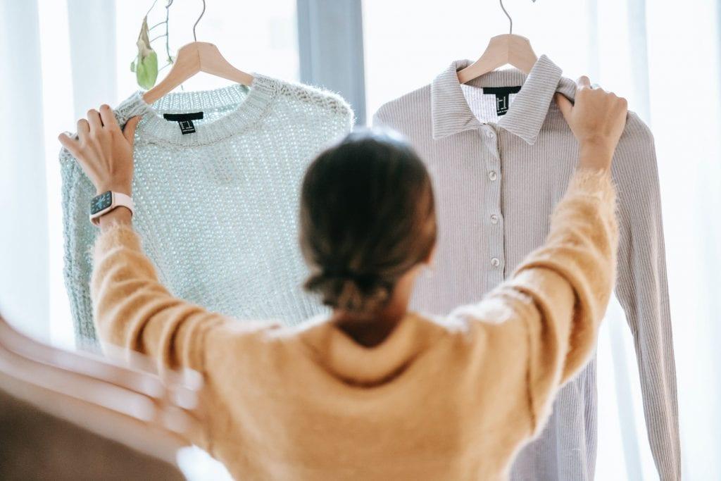 cara menghilangkan bekas deodoran di baju