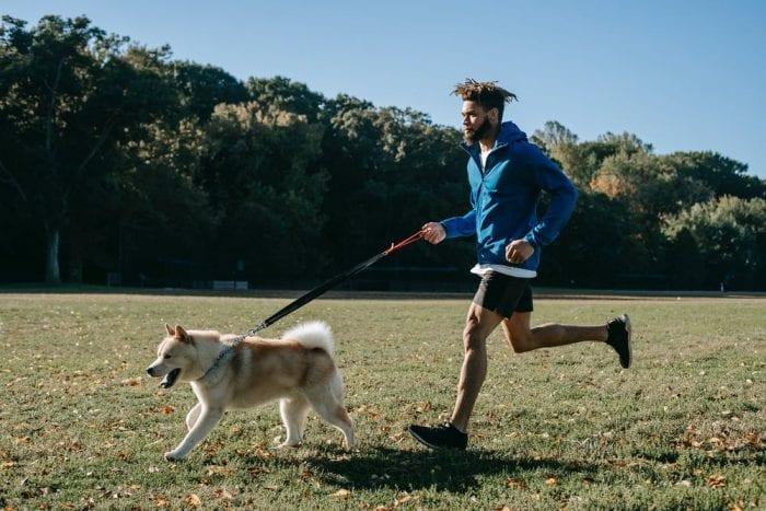 4 Hal Jaket untuk Lari yang Penting kamu Perhatikan