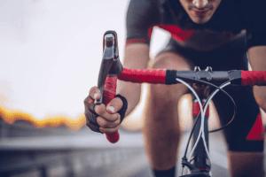triathlon adalah olahraga yang menggabungkan sepeda, berlari dan renang